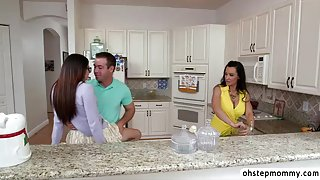 Stepmom Lisa and Avas pussys threesome sex in doggystyle