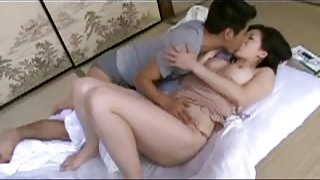 Amateur japanese mom and young lover