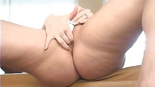Vibrator pleasures a pretty milf pussy in close up